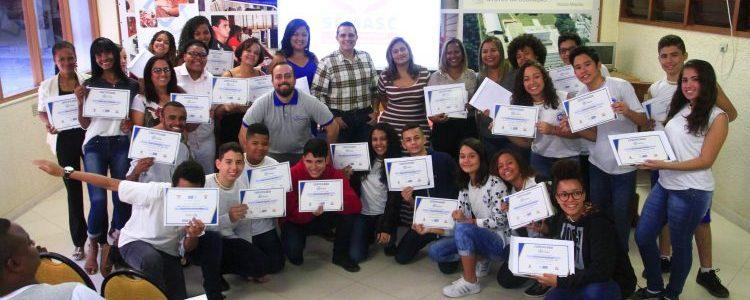Projeto Espaço Cidadão forma turmas em Belford Roxo e Petrópolis